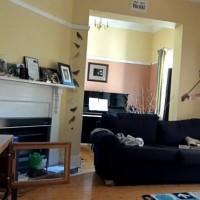 Eccezionale esempio di Multitasking: Lara suona il violino mentre gioca a Dance Dance Revolution