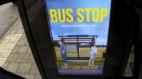 Photoshop live alla fermata del bus: la trasformazione dei passanti